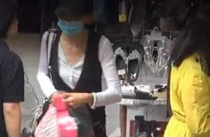54岁张曼玉近况,买几十元内衣鞋子,和摊贩讨价还价
