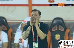 这才是中国足球需要的好教练:卡帅今晚1举动令人动容!