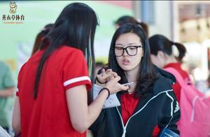 中国女排主力出征照!14人大名单存争议,1副攻新星被重点培养