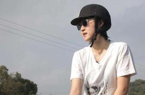 小龙女同性妻子建议她认祖归宗,房祖名发文疑似鼓励妹妹