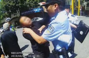 """混!男子要求父亲开车闯""""高考禁区""""遭拒,竟然暴打父亲殴打民警,还抢夺执法记录仪!"""