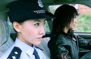 女警花打车追逃犯,不料女司机就是逃犯,看女警花如何死里逃生