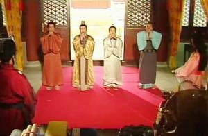 皇帝召见唐伯虎入宫,谁料四个唐伯虎都是假的,怒了,午门斩首