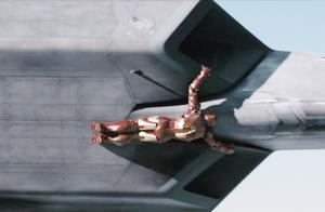 钢铁侠:战斗机追击不明飞行物,飞行员不敢相信居然是个人