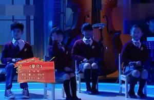 杨钰莹携学生深情演绎《童年》,经典再现,不一样的听觉体验