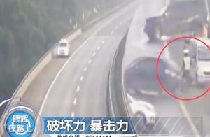 交警高速处理事故,却被吓的撒腿就跑?这是啥情况?