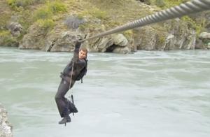 利用钢索横跨急流也需要勇气的,荒野求生贝爷新西兰南岛(全集)