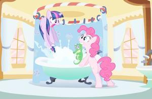 碧琪的预感准的不行,在洗澡池里发现了鳄鱼,把紫悦吓死了!