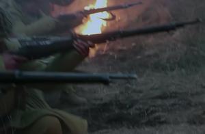 八路与鬼子交战伤亡重,战友赶到救助,却不幸遭遇鬼子的炮弹袭击