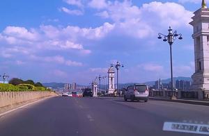 中国10佳旅游城市,大理洱海边的城市公路,云南自驾心情顺畅