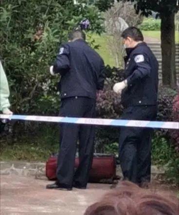 四川一行李箱内发现女尸 事发现场已拉起了警戒线