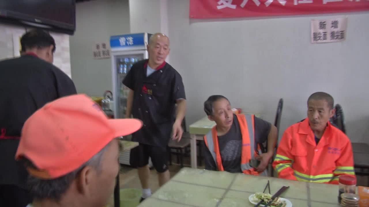 小面馆大能量,这对夫妻坚持多年为环卫工提供免费午餐! #黄河电视台