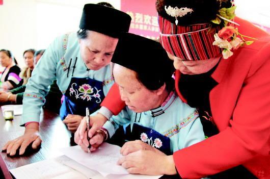 【高层管理技能培训有哪些课程】平坝区开展妇女刺绣培训