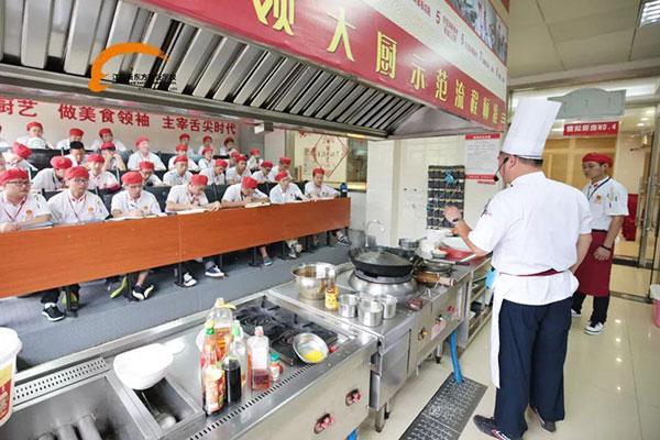 【学前教育技能培训费】初高中生2018学厨师,江苏新东方厨师学校给你一个优质的未来!