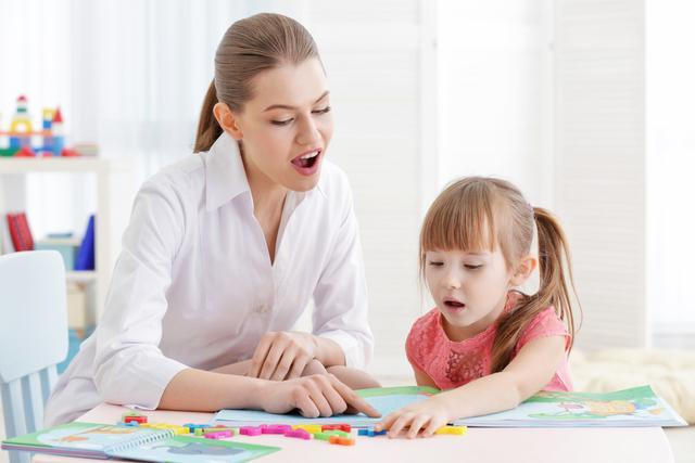 【县精准扶贫民族服饰技能培训信息】幼儿教育中的语言表达能力培养方法,注意以下几点
