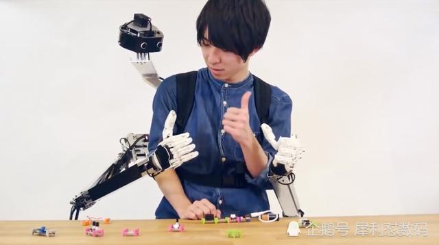 【中国国际职业技能培训中心】可以远程控制的机器人手臂 能指导新人快速学习干活
