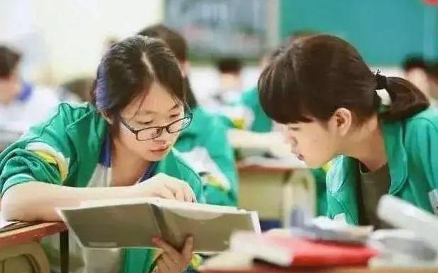 学生迎来好消息,12年义务教育或将被落实?教育部做出回应