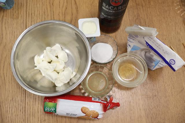 顺手做个冰奶酪蛋糕,不用烤箱,粉嫩清爽真省事,比冰淇淋还好吃