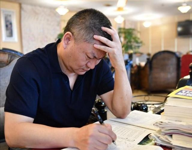 """【剪纸技能培训班需要什么】""""高考钉子户""""25年高考史:不是所有的梦想都值得坚持"""