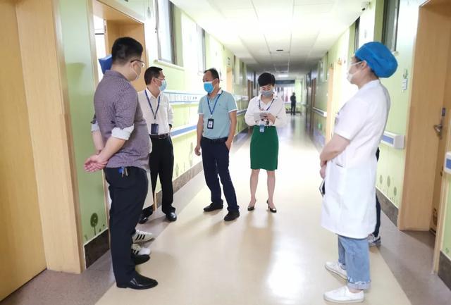 排查隐患,维护安全:医院开展五一节前大巡查