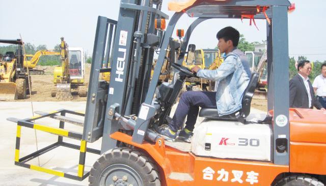 【上海正规技能培训机构】考取叉车证,都有什么流程?