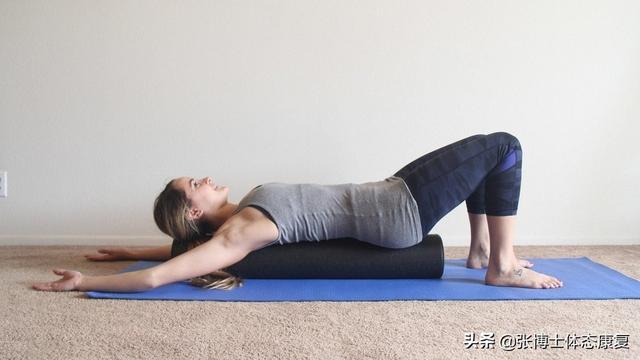 【易地扶贫搬迁技能培训信息】「体态康复」经常背部紧张僵硬?试试这套家庭版脊柱减压训练方案