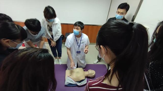 """标准动作该这样!萧山区第一人民医院开展全民""""心肺复苏""""急救技能培"""