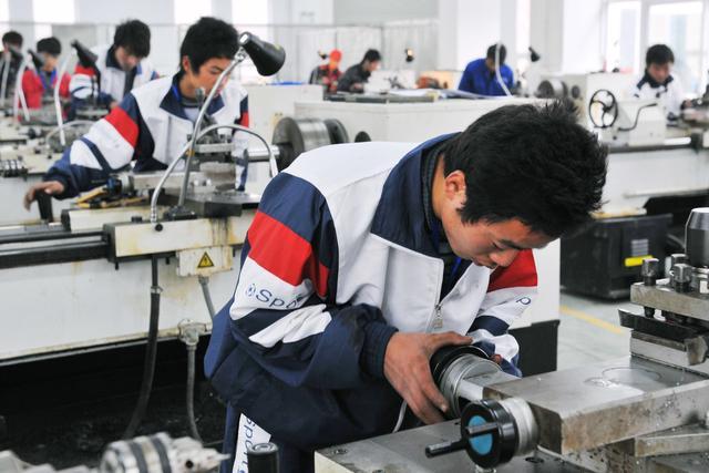 国务院:支持社会培训机构开展职业培训,职工参加学徒制培训给予企业补贴