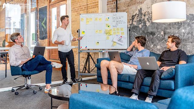 【ps技能培训海报】如何利用矩阵思维,让教培行业实现线上线下深度融合?