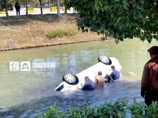 【qc检验技能培训】上海宝山一教练车落水1人身亡 目击者还原事发全程