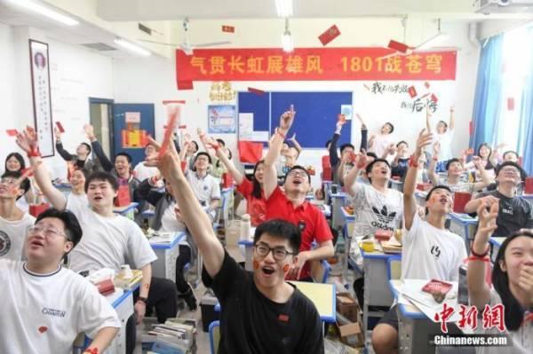 【电路检测技能1 1培训书城】常松:上万块填个高考志愿,到底是谁的疯狂?
