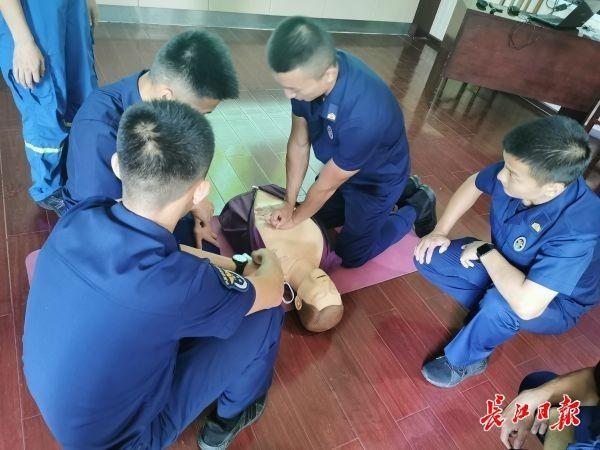 【语言沟通技能培训】武汉蓝天救援队培训骨干教练员,提升应急救援能力