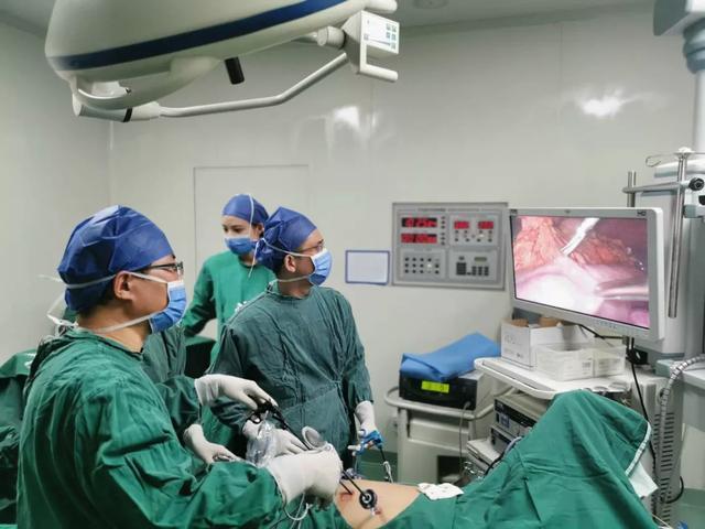 两个「四类手术」同时完成,普外专家微创治肿瘤,挑战高难度!
