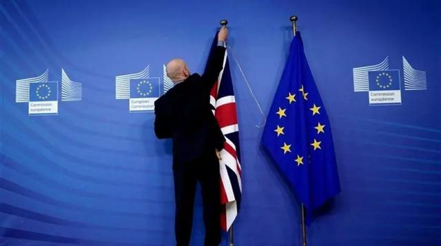 """同样是欧盟人士申请英国身份,怎么还有""""定居/预定居状态""""的差别?"""