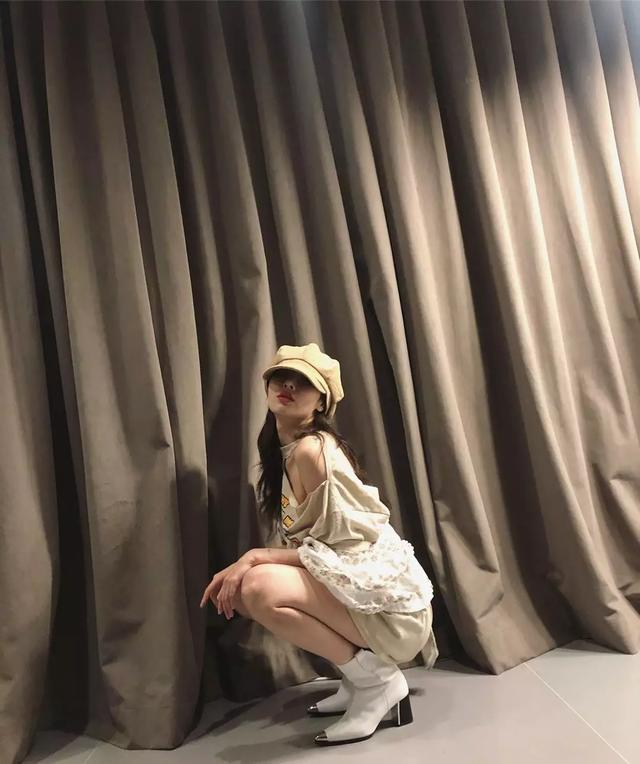 看完泫雅代言CK内衣的宣传照,我想知道多少人馋她身子...