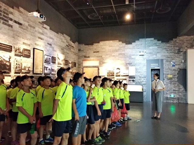 【职业技能培训学校的教学宗旨】广州翔龙军事拓展训练基地,孩子的快乐基地