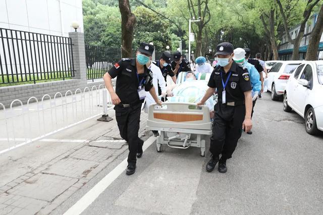 疫情期间暴增 200 斤,556 斤武汉「第一胖」送医保命