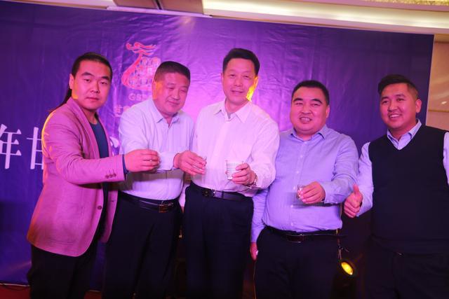 平凉红牛代言人,甘肃省陇菜养生专业委员会主席朱永利