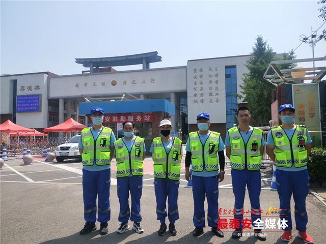 """""""蓝峰""""志愿服务 为考生助力"""
