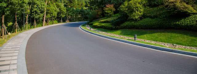 开车最容易产生的4大错觉,估计很多人都经历过