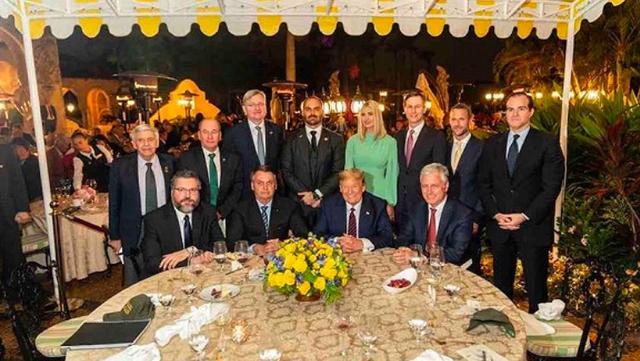 """黑帮霸气封城后,巴西总统却说""""新冠""""只是小感冒…"""