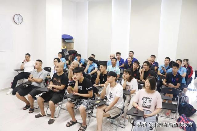 【中国国际职业技能培训中心】揭秘 | 泳教培训学院要不要去?适合谁去?