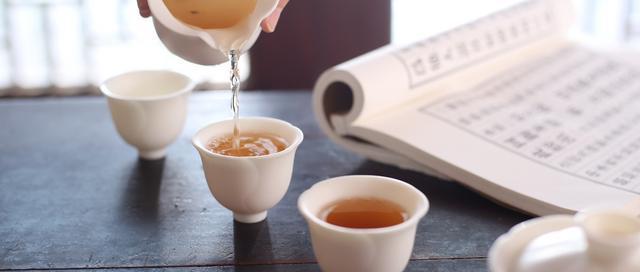 初级茶艺师工作技能培训:第一节礼仪(正确的走姿)