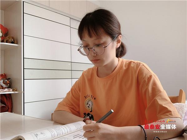 """山科大""""学霸宿舍""""四人集体考研成功:有学习伙伴很重要"""
