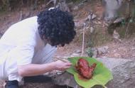 野外油炸一整只鸡,这种美食以前没吃过,太美味了