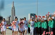 南昌市民热捧武汉军运会火炬传递:能参加这样的活动,太幸运了