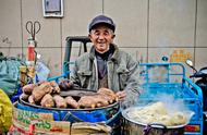 一到冬天,大街小巷都是烤红薯的香味,怀念小时候烤红薯的日子!
