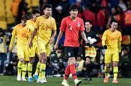 无底线!国足东亚杯0-1被韩国摁着摩擦,球迷:已经输光底裤了!