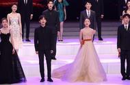 出席金鸡百花电影节后,王俊凯被陌生男子强行搂肩,真是太猖狂了