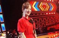 楊紫鄭爽錄制央視綜藝,楊紫大紅長裙亮眼,鄭爽大長腿也異常搶鏡